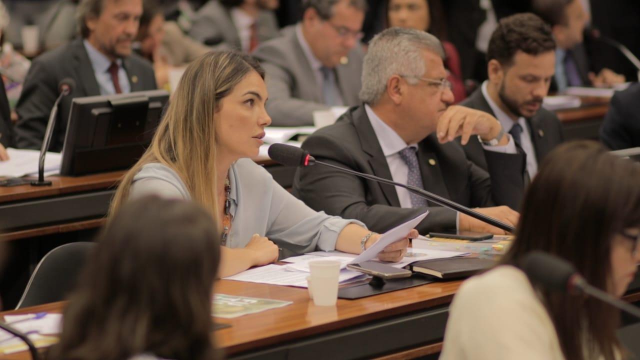 Paula Belmonte debate nova gestão da Educação em audiência com ministro