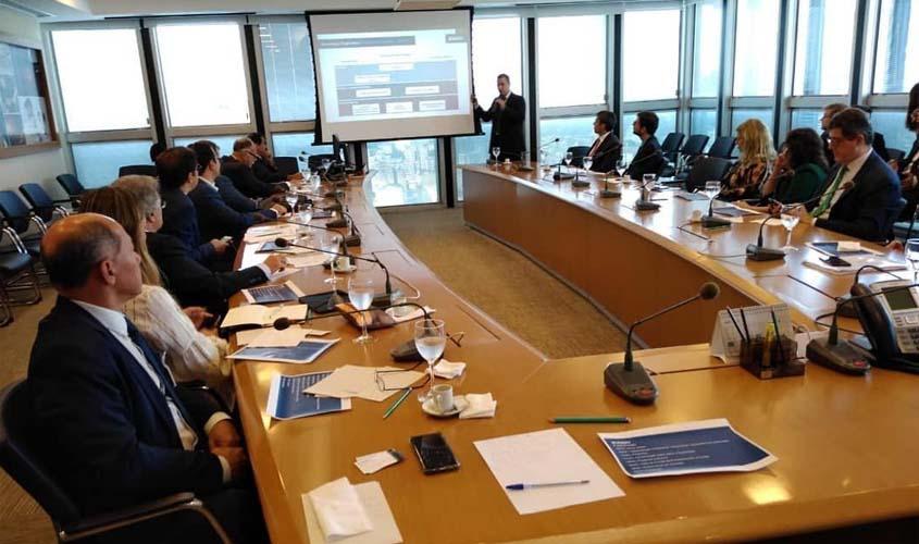 No RJ, Paula Belmonte faz visita técnica ao BNDES com deputados da CPI