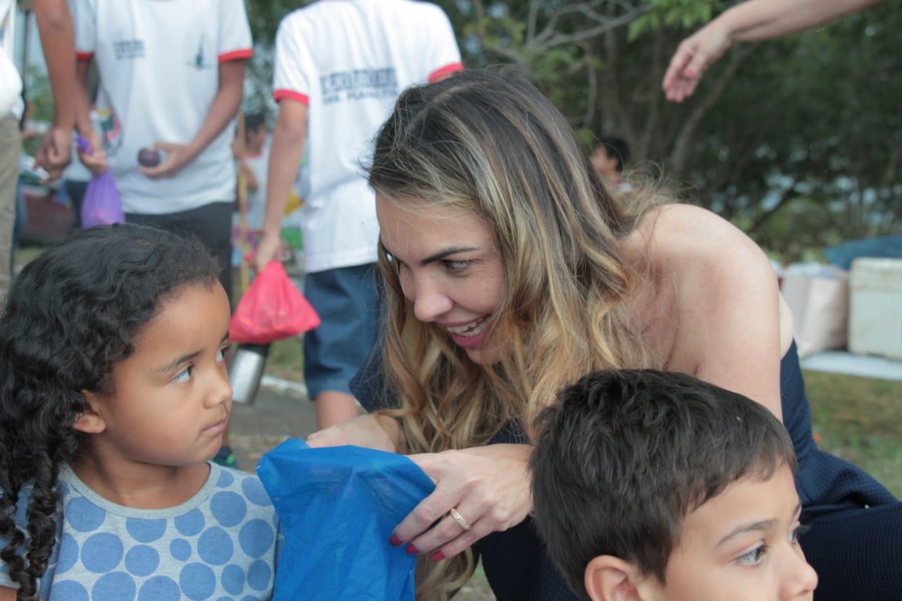 Programa para proteção infantil é caminho para renda básica no Brasil, diz Paula Belmonte