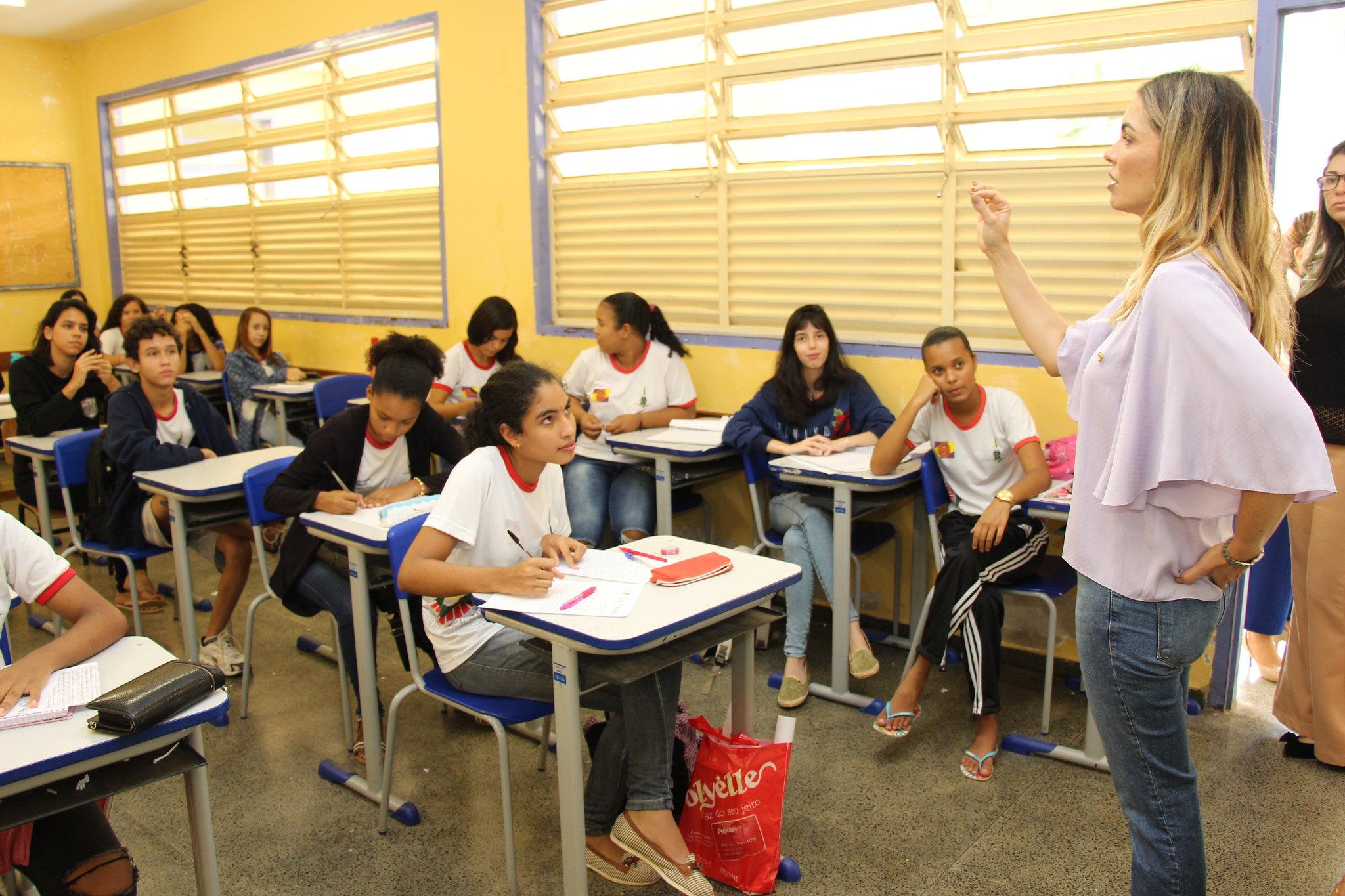 Paula Belmonte destina R$ 6 milhões para a educação do DF
