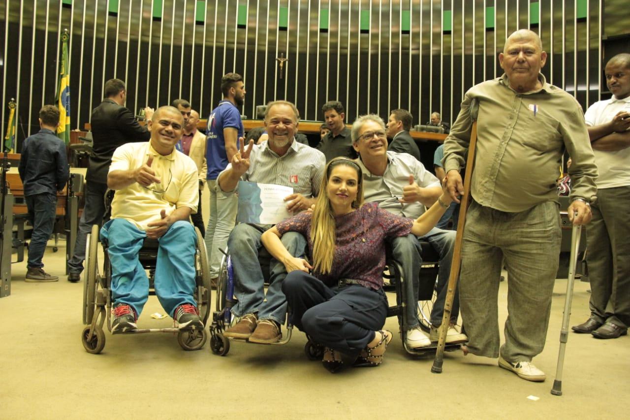 Líderes Comunitários recebem homenagem de Paula Belmonte em Sessão Solene, na Câmara dos Deputados