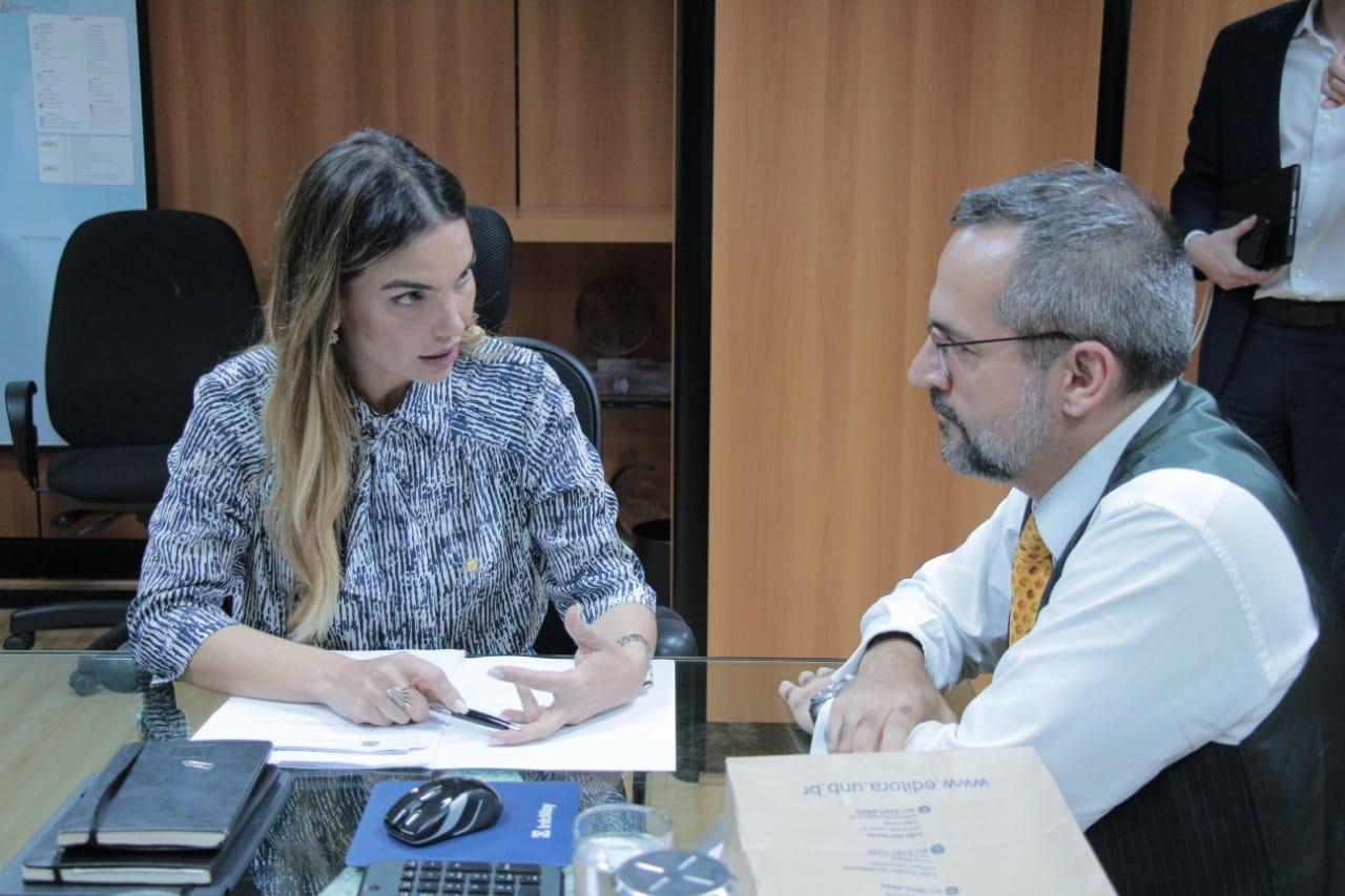 Paula Belmonte reúne MEC e UnB para tratar sobre a gestão da universidade