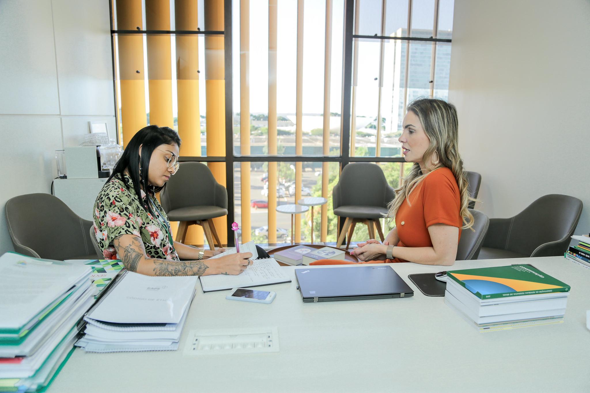 Empreendedora brasiliense produz vestido inspirado em Paula Belmonte