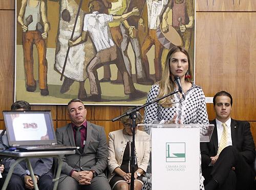 Paula Belmonte coordena frente pelo combate ao suicídio e à automutilação