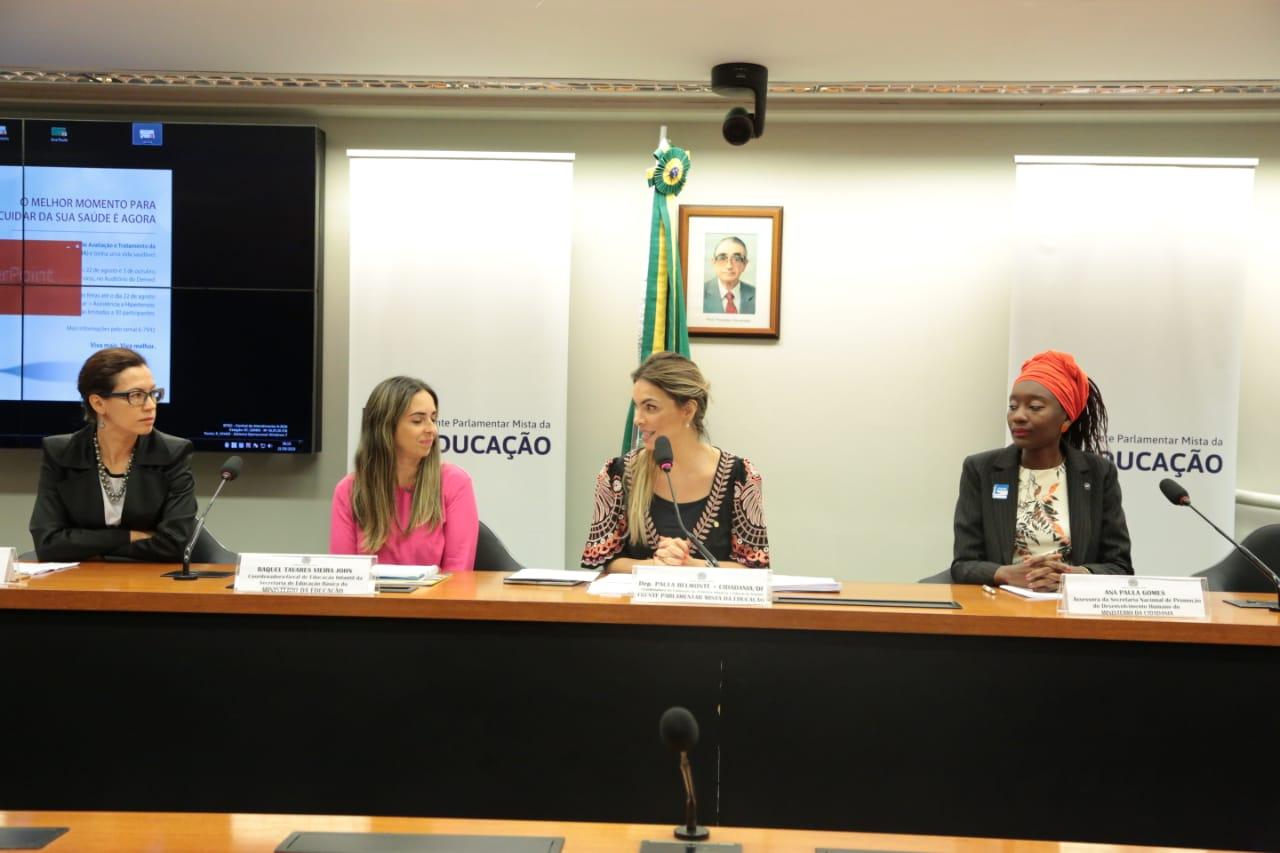 AO VIVO: Paula Belmonte media ciclo de palestras sobre a primeira infância