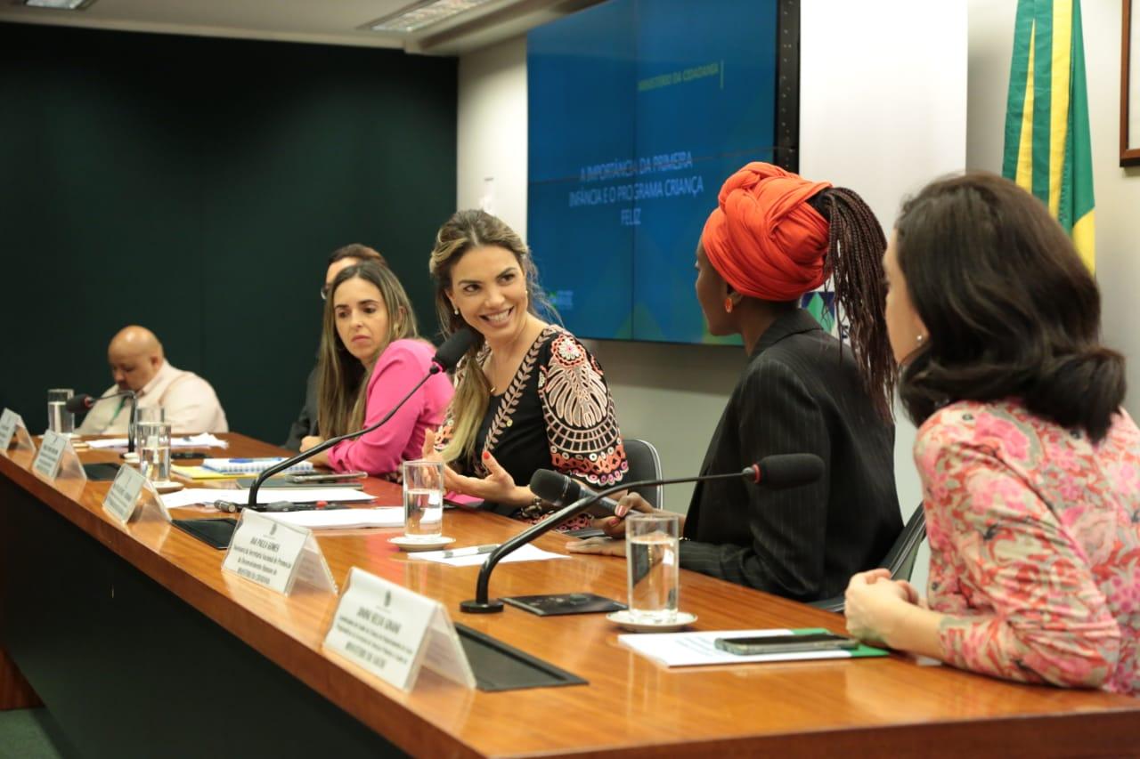 Políticas para primeira infância reúnem pastas da Saúde, Educação, Cidadania na Câmara