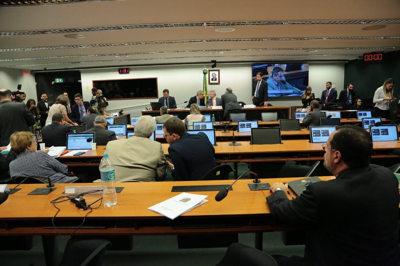 AO VIVO: CPI do BNDES discute aprovação de relatório final