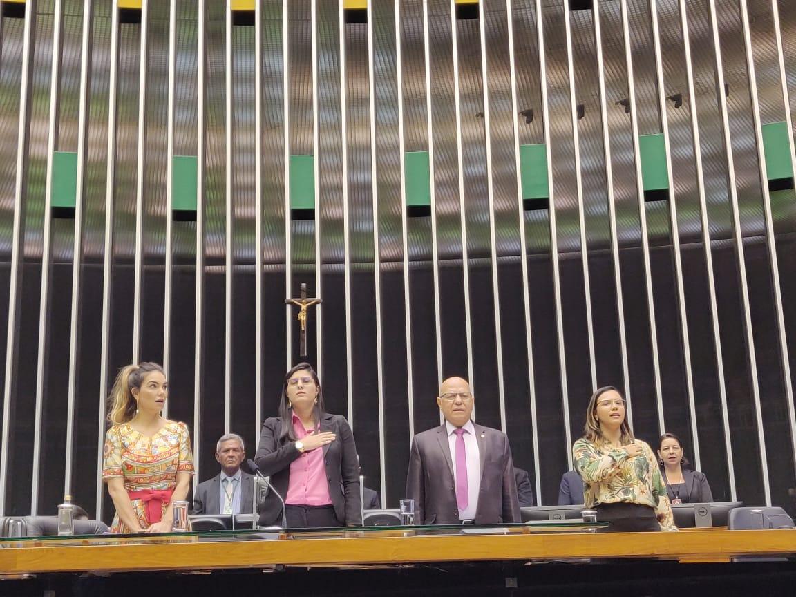 Paula Belmonte participa de sessão solene em homenagem ao dia do professor
