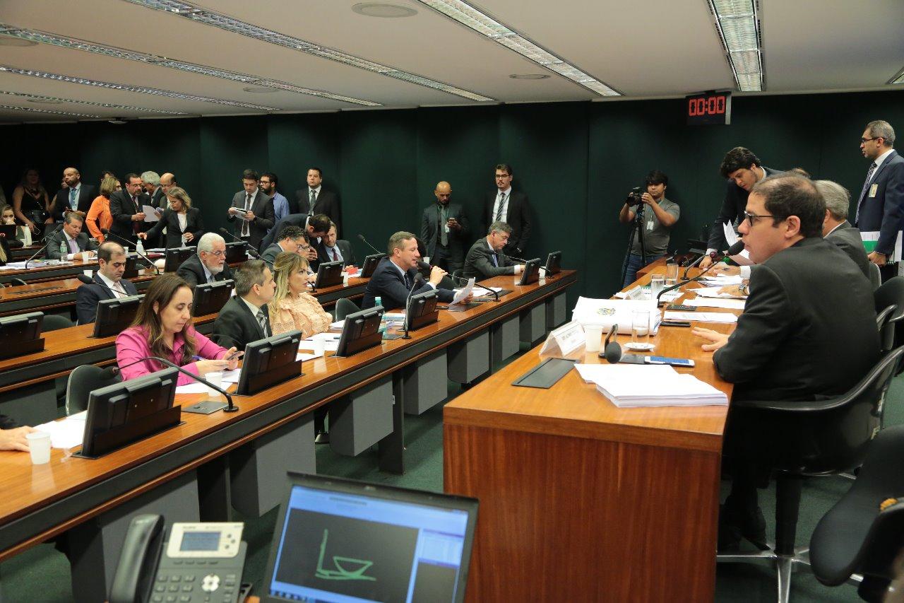 AO VIVO: Leitura do relatório final da CPI do BNDES
