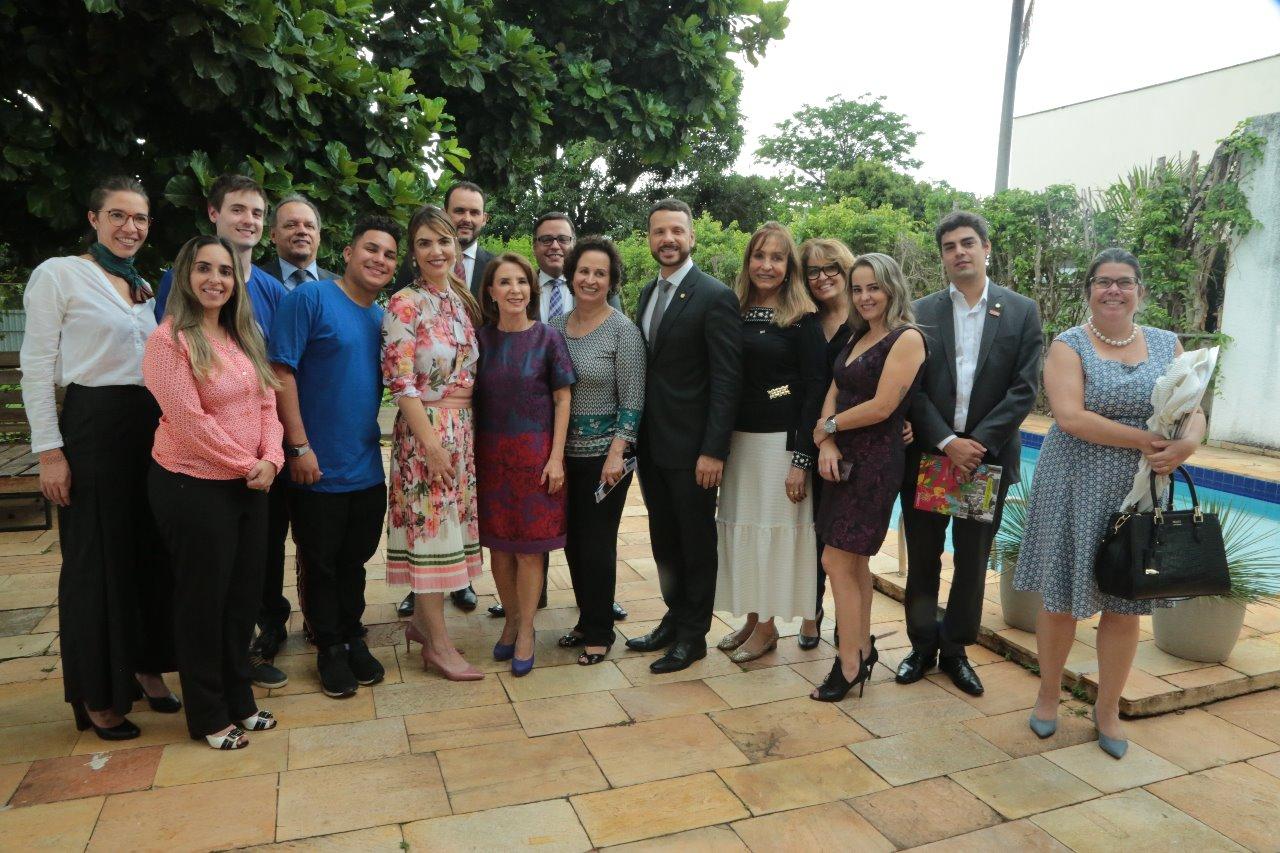 Paula apresenta projetos para a infância a deputados da Frente Parlamentar da Educação