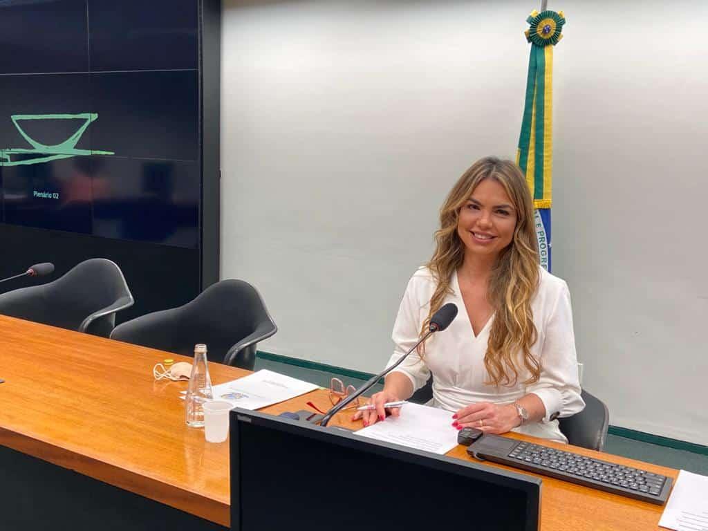 """AO VIVO: Paula Belmonte dá posse a """"deputados jovens"""""""