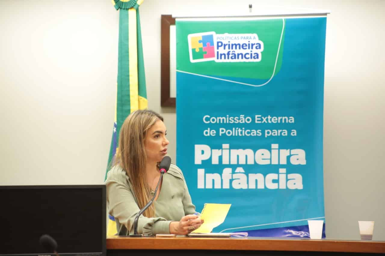 Paula Belmonte debate devolução de criança adotada à avó paterna
