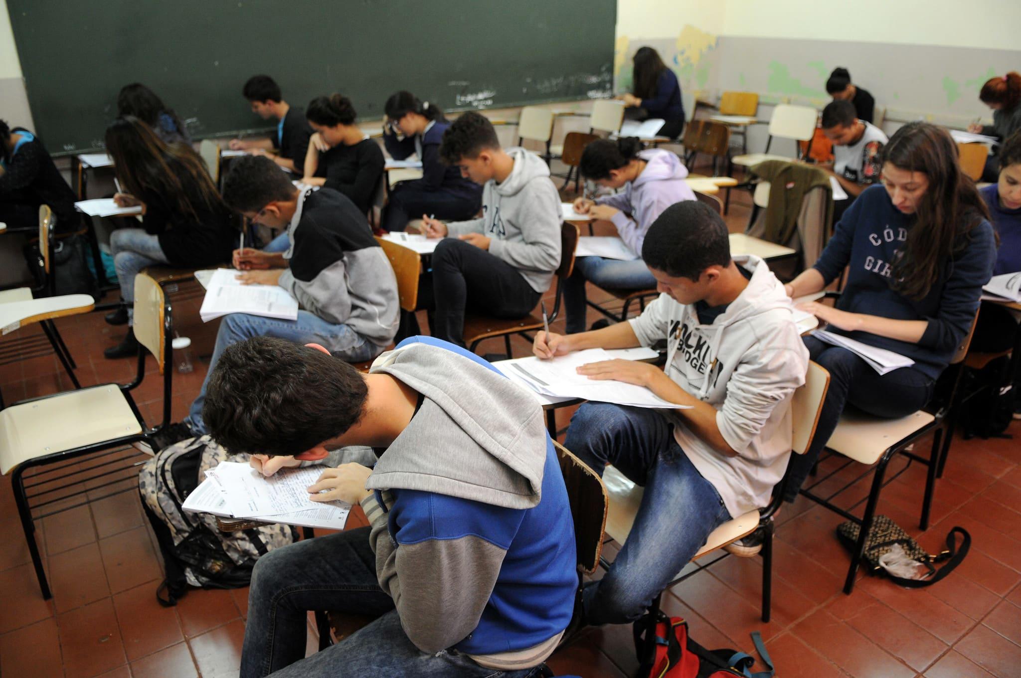 Entenda a proposta que transforma educação em atividade essencial