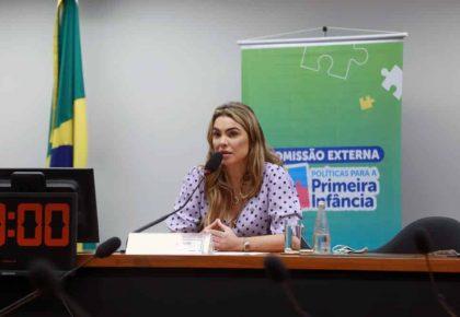 Ministério da Mulher apresenta impactos da pandemia na infância em audiência na Câmar