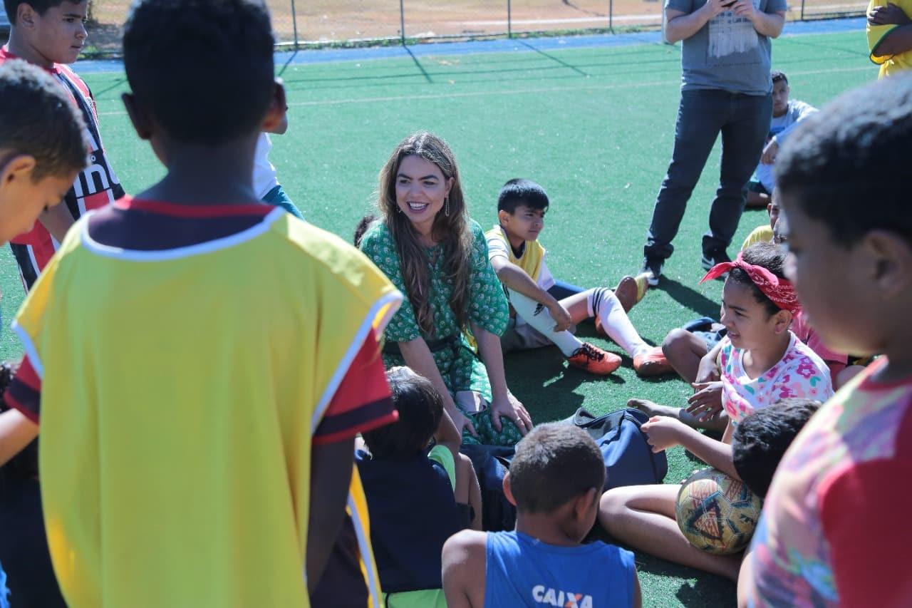 Paula Belmonte é homenageada por trabalho em prol das crianças