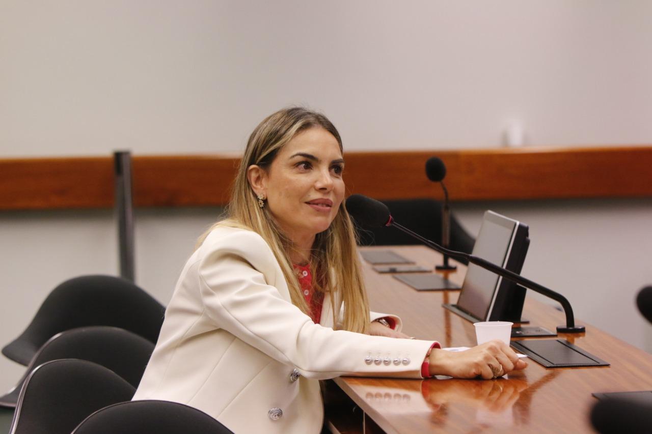 Para debater violência nas escolas, é preciso falar de alimentação, diz Paula Belmonte