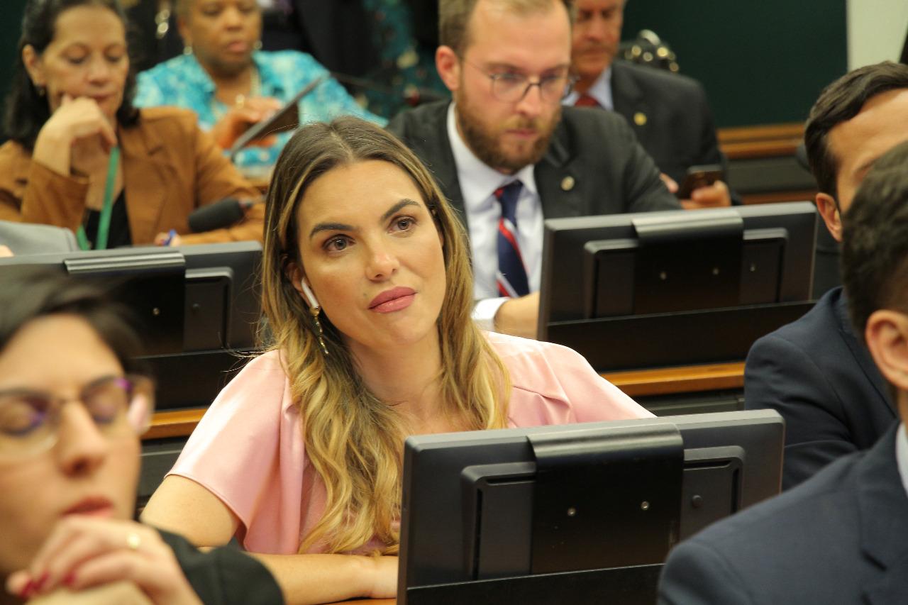 Palocci e Vaccari estavam em antessalas do grupo JBS, diz depoente a Paula Belmonte em CPI