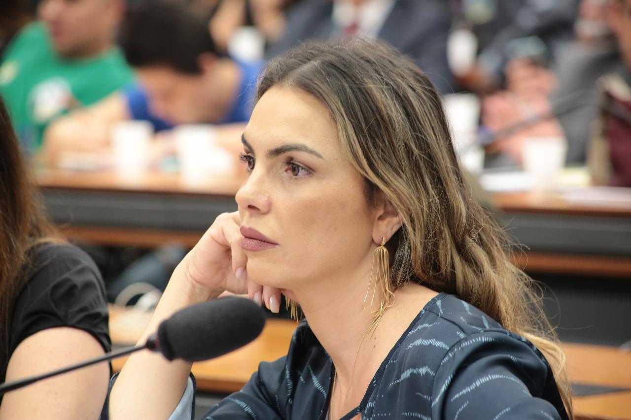 Paula Belmonte cobra de Weintraub postura mais adequada ao cargo de ministro