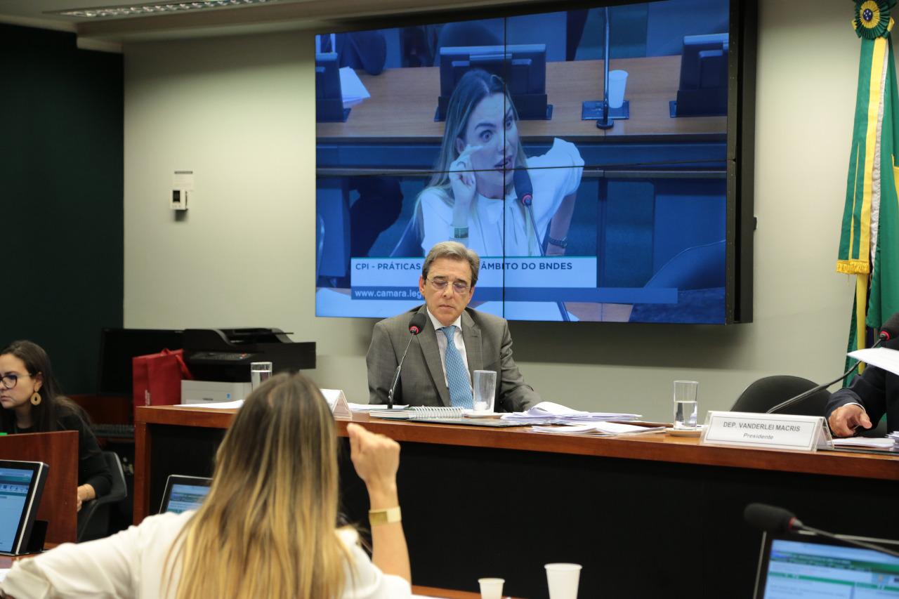 Na CPI do BNDES, Paula Belmonte confronta ex-ministro Mauro Borges Lemos, do MDIC