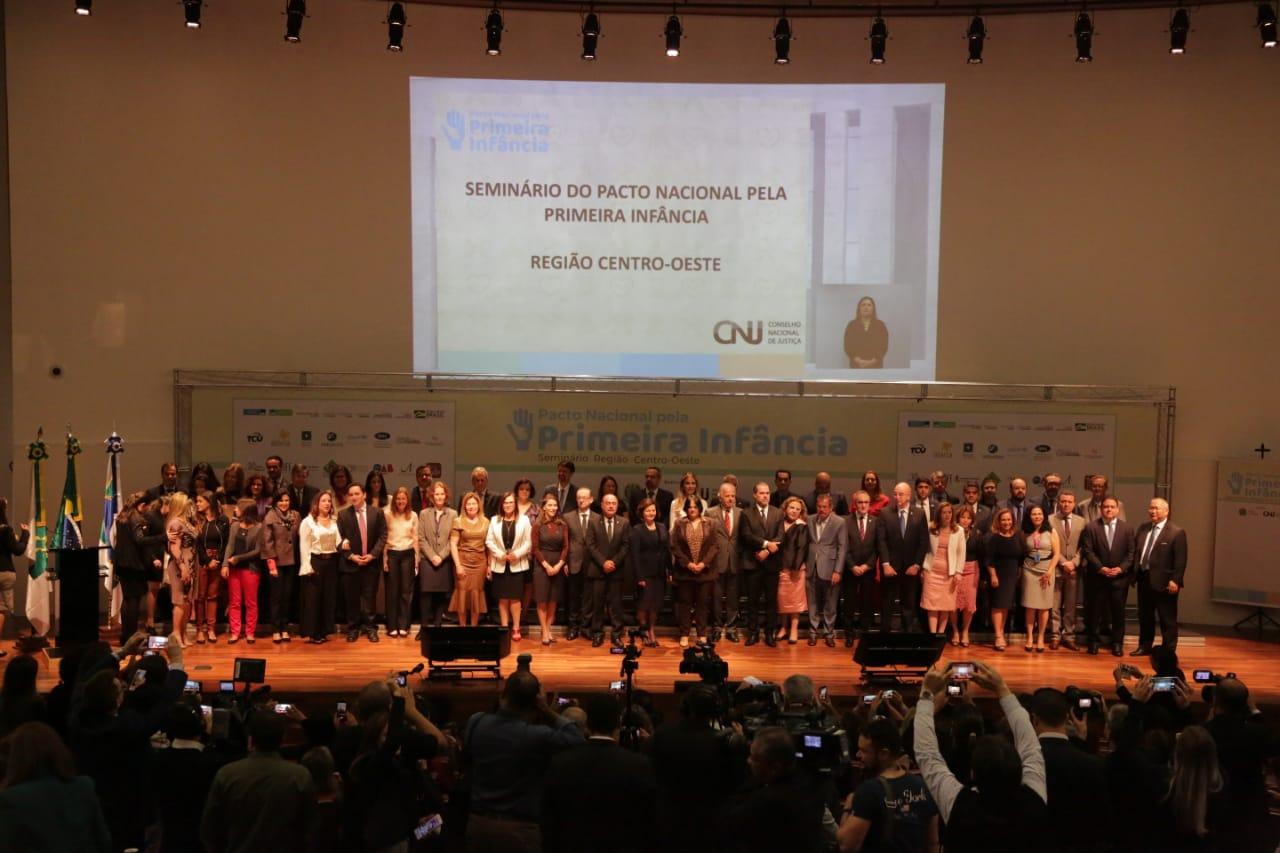 Paula Belmonte assina Pacto Nacional pela Primeira Infância