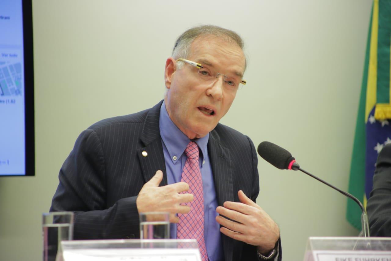 Eike Batista presta depoimento à CPI do BNDES