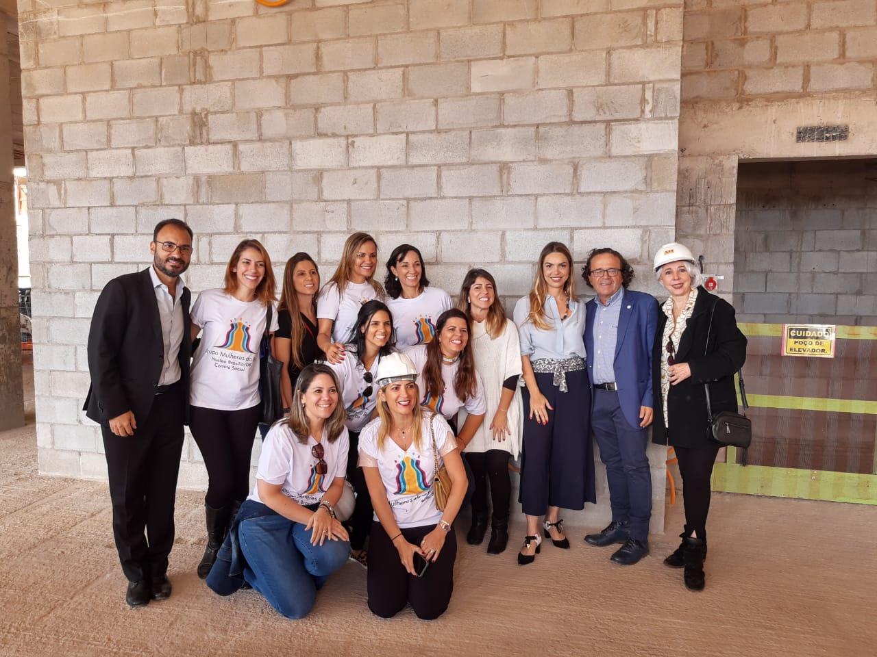 Paula Belmonte conhece novas pintoras profissionais de Brasília