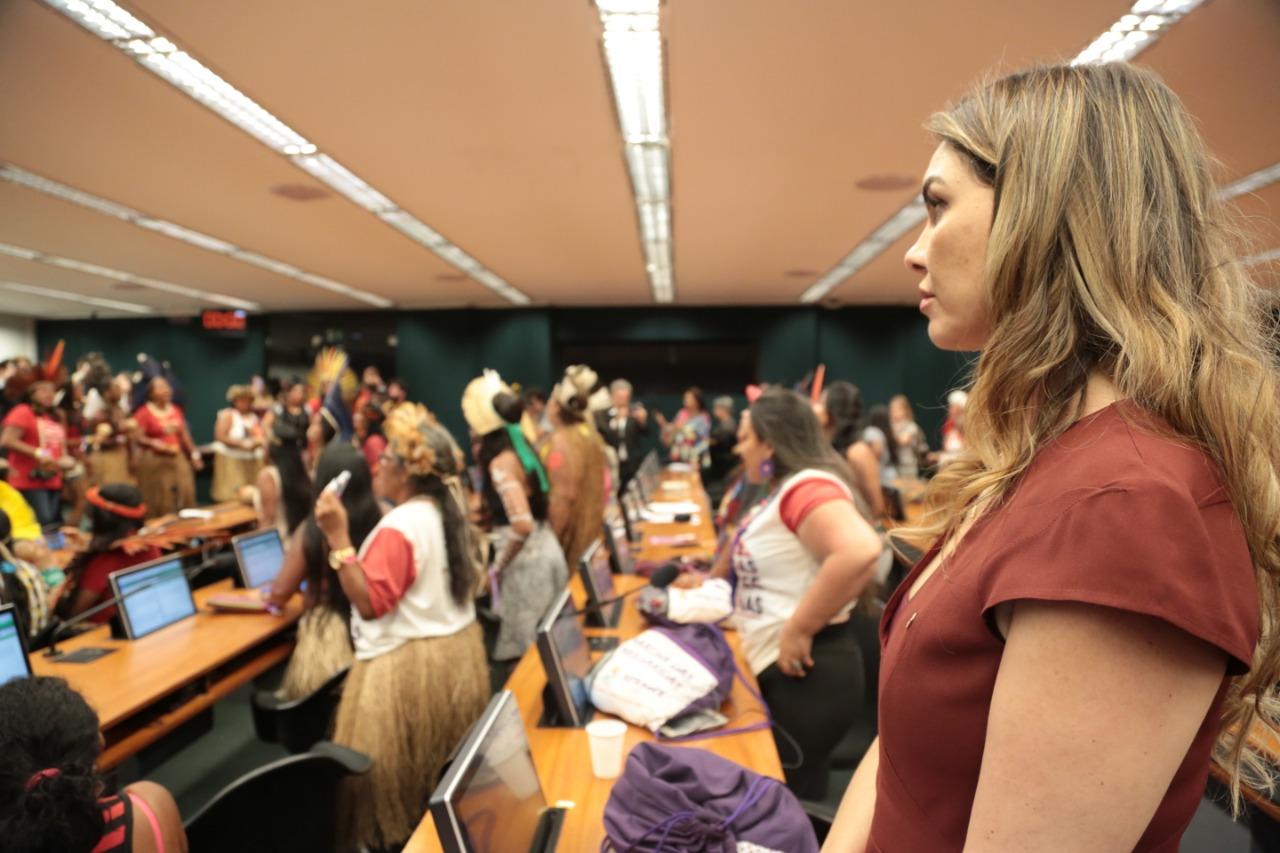 Paula Belmonte pede união e apoio às mulheres indígenas do Brasil