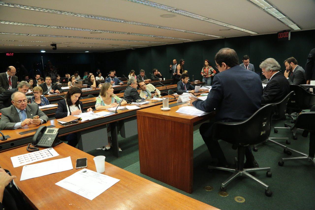 AO VIVO: Mais uma tentativa de aprovar o relatório da CPI do BNDES