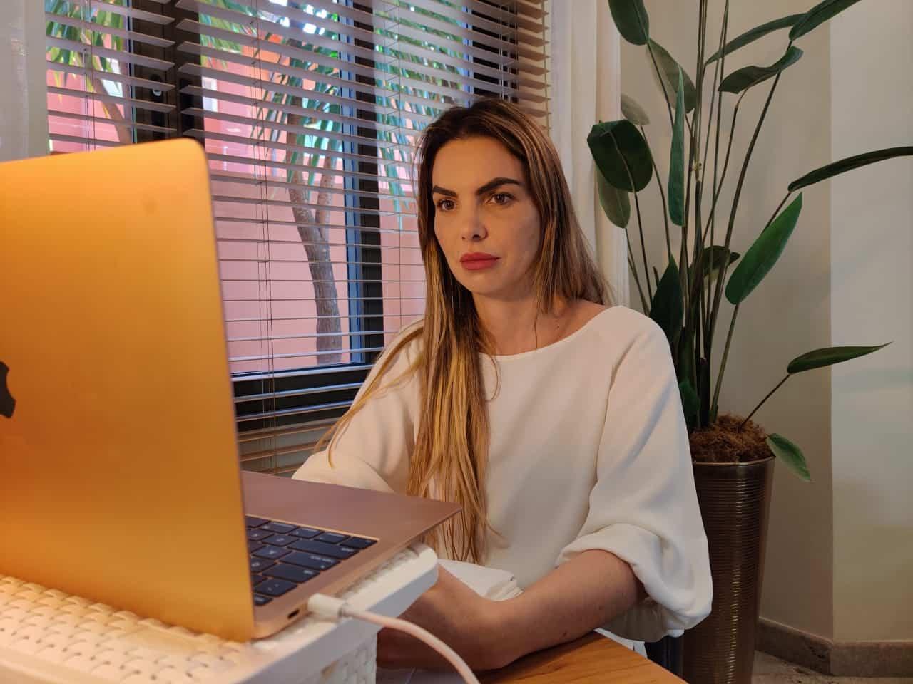 Paula Belmonte promove discussões sobre temas da pandemia