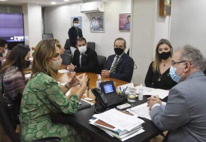 Ministro da Saúde apoia PL que torna a educação serviço essencial