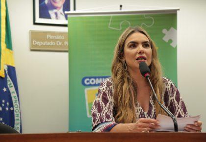 """""""Professores têm que ser prioridade na vacinação"""", defende Paula Belmonte"""