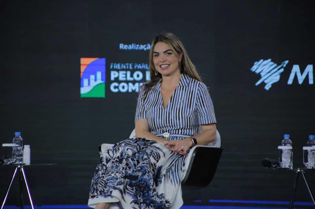 Paula Belmonte é secretária-geral da Frente Parlamentar pelo Brasil Competitivo