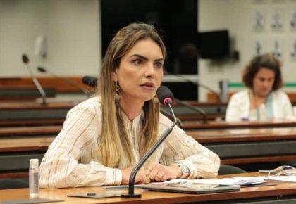 Paula Belmonte vota contra Fundão Eleitoral