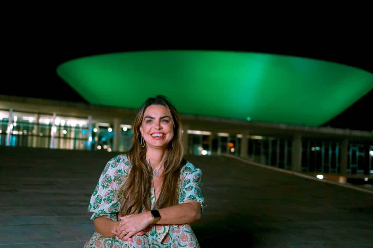 Câmara recebe iluminação verde para alertar sobre importância da primeira infância