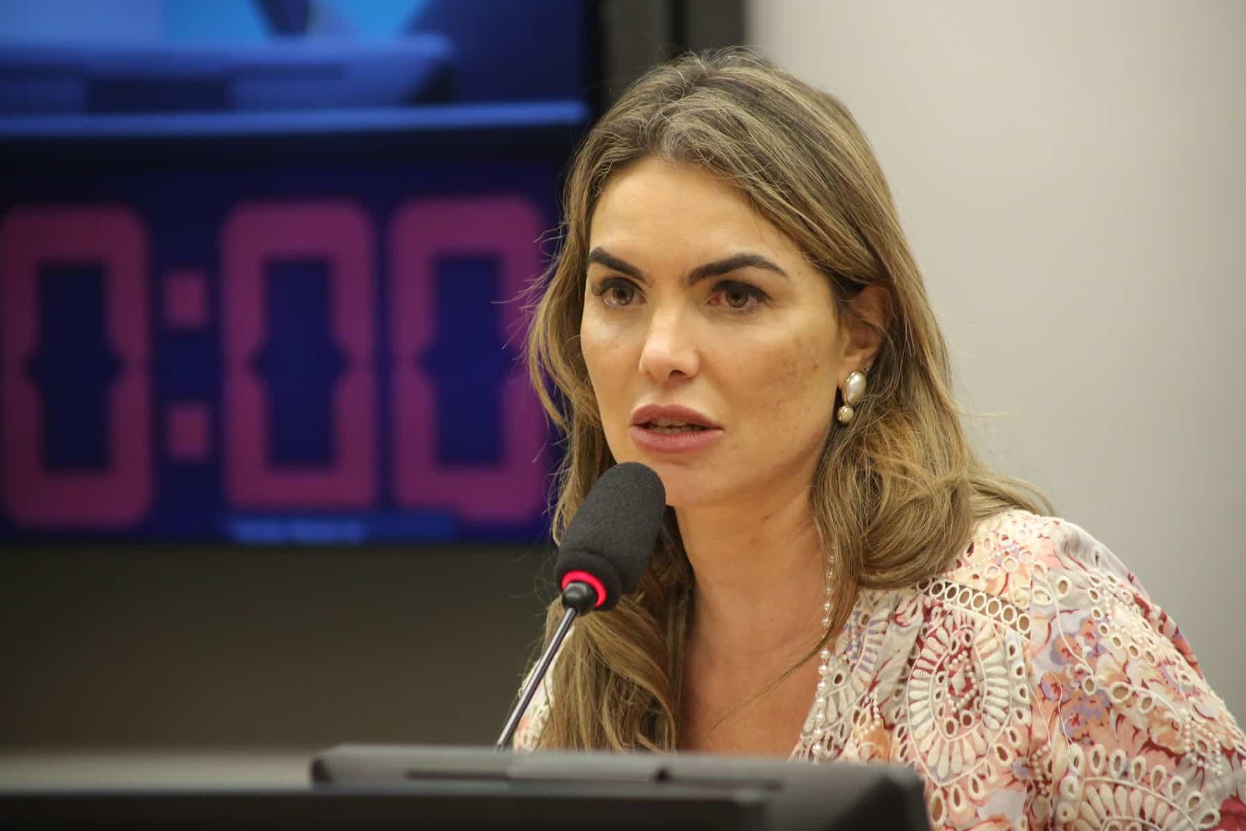 CCJ aprova PL de Paula Belmonte que tipifica como ato de improbidade administrativa a utilização irregular do Fundão